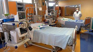 بخش ویژهٔ مراقبتهای پزشکی در بیمارستانی در رُم، پایتخت ایتالیا. مارس ۲۰۲۰