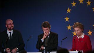 زعماء المؤسسات الأوروبية الثلاث، أورسولا فون دير لاين (المفوضية)، دافيد ساسولي (البرلمان) وشارل ميشال (المجلس)