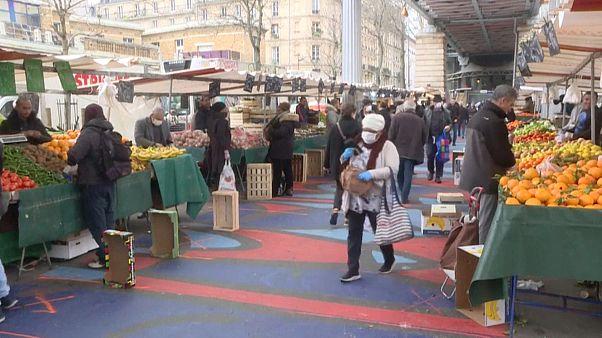"""Märkte in Paris: """"Bitte Abstand halten"""""""