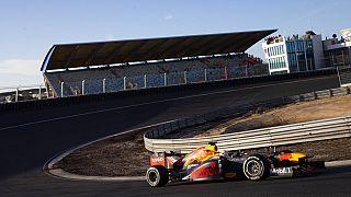 Fórmula 1 adia temporada para junho
