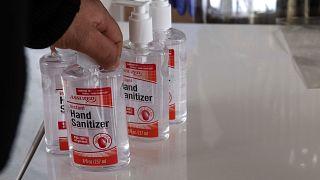 Koronavirüs stokçuluğuna radikal önlem: Bir şişe el temizleme jeli 5, ikinci şişe 134 euro