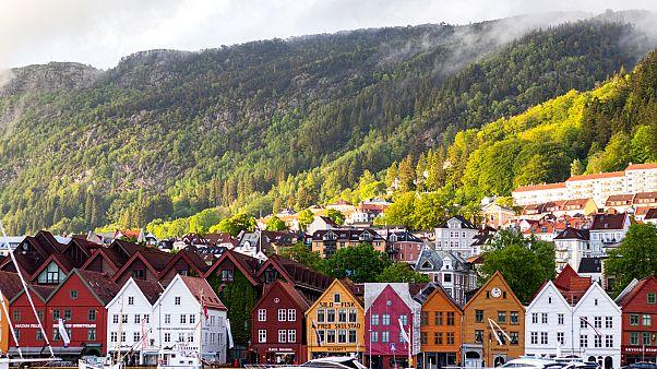 Norveç: Kırsalda tatil evine gidenlere 15 bin Norveç Kronu para veya 10 gün hapis cezası