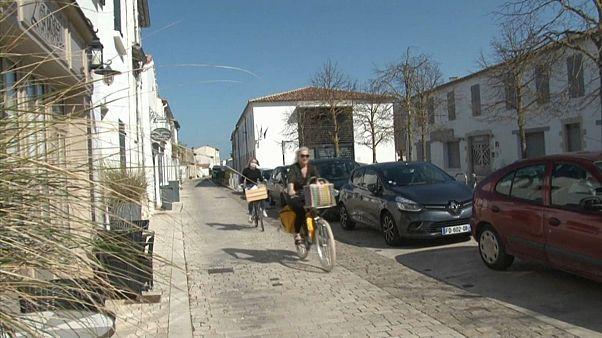 La costa atlántica francesa se llena de parisinos huyendo de la capital