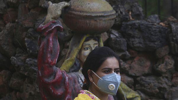 A vírus már szinte az egész világon jelen van - ez a felvétel Pakisztánban készült