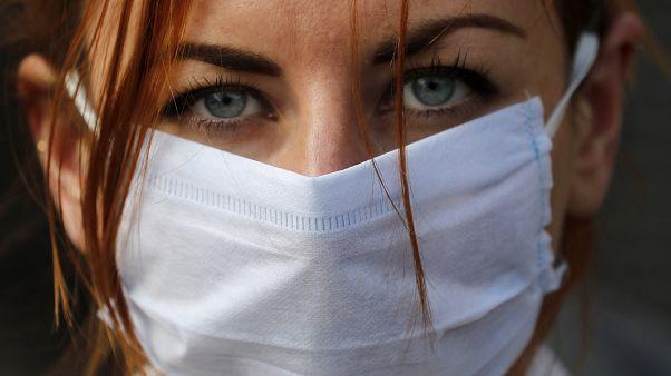 Mundo proteje-se da pandemia e tenta cortar cadeias de transmissão