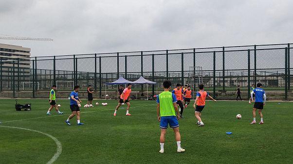 فريق كرة قدم في ووهان يعاني من الذعر والانقسام بسبب كورونا