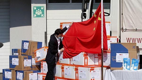 """""""دبلوماسية الأقنعة"""".. الصين تحاول تلميع صورتها بمساعدة العالم في مكافحة كورونا"""