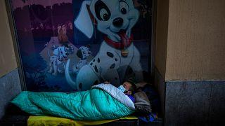 COVID-19: ¿Cómo cumplir la cuarentena cuando se duerme en la calle y no se tiene acceso a un techo?