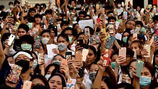 Koronavirüs: Gençler de tehdit altında