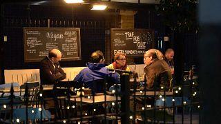 Coronavirus : le Royaume-Uni ferme pubs, restaurants, cinémas et salles de gym