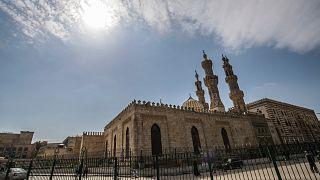 مصر: إغلاق المساجد والكنائس لمكافحة انتشار فيروس كورونا