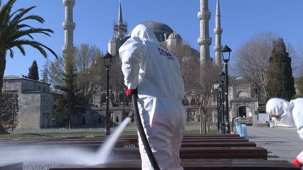 Desinfección del histórico distrito de Sultanahmet de Estambul 1