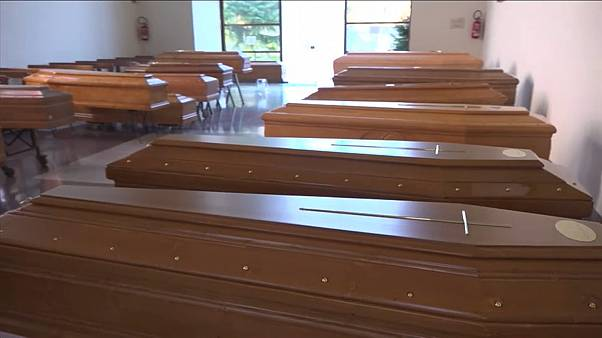 شاهد: توابيت الإيطاليين تملئ الكنائس ولا مكان لمزيد من الجثث في المشرحة