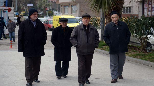Sinop'ta yürüyüş yapan yaşlılar