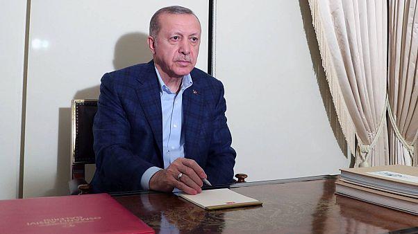 Erdoğan'dan 65 yaş üstü vatandaşlara çağrı: Dışarı çıkmayın evinizde oturun