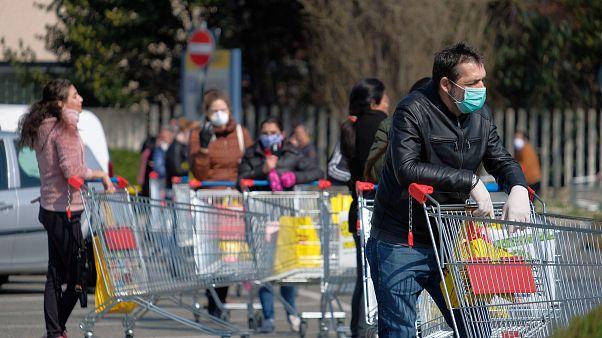 Italien stellt Produktion fast komplett ein - Hohe Sterberate in Lombardei