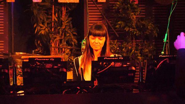 Berlin: DJ`'s allein zu Haus  - Aber online bei Ihnen