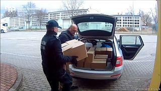 Coronavirus : en Pologne, de l'alcool de contrebande utilisé pour désinfecter