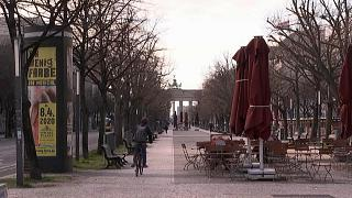 Alemanha proíbe reuniões de mais de duas pessoas em espaços públicos