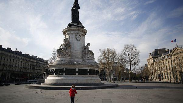 Площадь Республики в Париже в воскресенье.