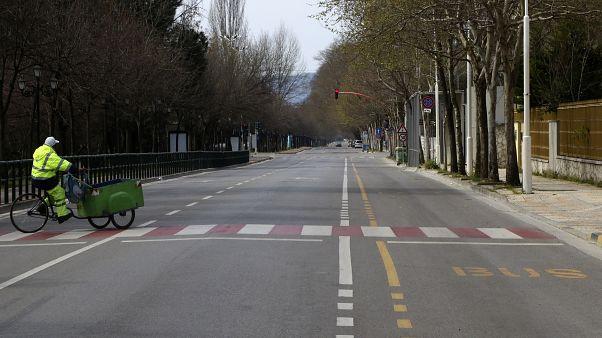 Пустынные улицы Тираны (Албания)