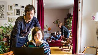 Çocuklu aileler Covid-19 salgınında ne yapmalı?