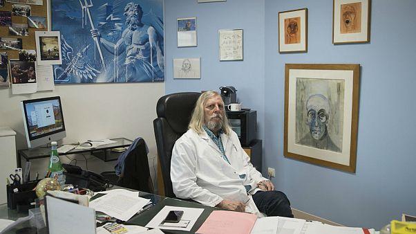عفونت شناس فرانسوی: کلروکین در درمان بیماری کووید-۱۹ بسیار موثر است