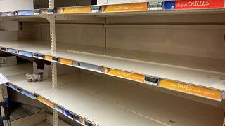 Награда за риск: европейские ритейлеры поднимают зарплату сотрудникам супермаркетов