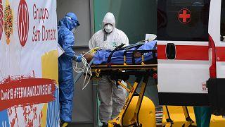 De nouveaux hôpitaux construits ou aménagés pour faire face à l'urgence