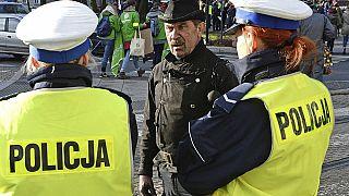 """""""Por favor, paren las actividades criminales"""": el tuit de la policía polaca en medio del coronavirus"""
