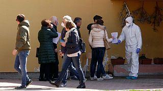 """Studio a Vò Euganeo, Crisanti: """"Gli asintomatici trasmettono il coronavirus"""""""