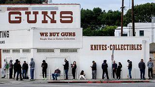 إقبال قياسي على شراء السلاح في أمريكا والسبب.. الرعب من وباء كورونا