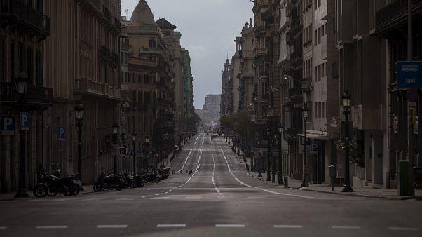 شوارع مقفرة ي مدينة برشلونة الإسبانة.2020/03/22