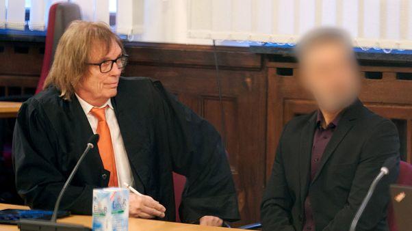 المترجم الألماني الأفغاني في الجيش الألماني عبدول.س  قبل جلسة استماع في المحكمة