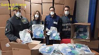 Coronavirus: la Finanza ha sequestrato migliaia di componenti per respiratori destinati alla Grecia