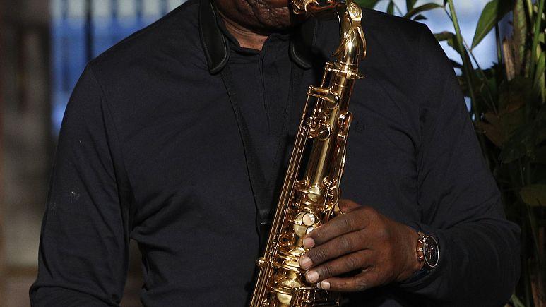 Саксофонист Ману Дибанго умер от коронавирусной инфекции