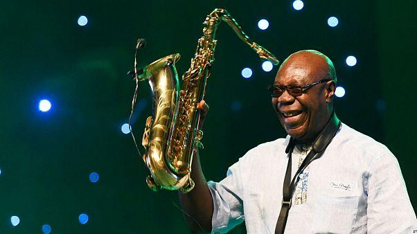 El saxofonista Manu Dibango muere en Francia de coronavirus