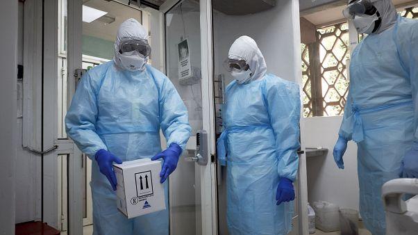 طاقم طبي في مستشفى غابريال توري في العاصمة السنيغالية باماكو
