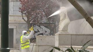 شاهد:عمليات تطهير واسعة في أثينا وتشديد الأمن في ثاني أيام الحجر المنزلي في اليونان