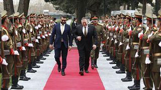 ABD Dışişleri Bakanı Pompeo Kabil ziyaretinde Afganistan Ulusal Güvenlik Danışmanı Hamdullah Mohib tarafından karşılandı