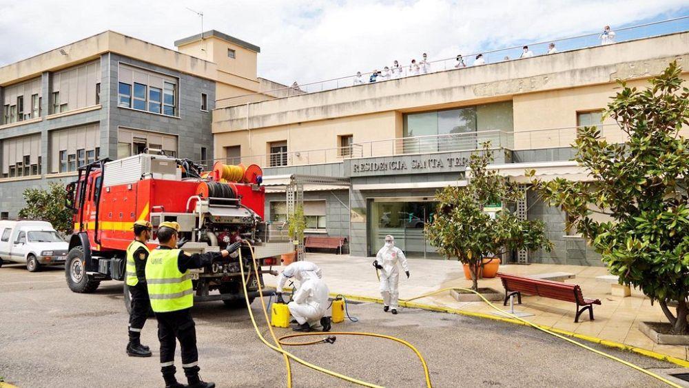 Coronavirus: Elderly found 'dead and abandoned' in Spanish nursing homes