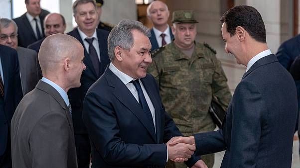 شاهد: وزير الدفاع الروسي يخضع لفحص كورونا بعد لقائه الأسد في دمشق