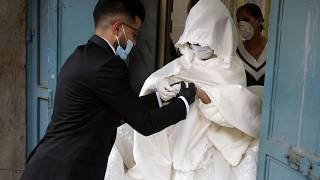 Szájmaszkos esküvő a Gázai övezetben