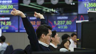 Dow Jones Endeksi 1933'ten beri en sert yükselişini gerçekleştirdi, Asya borsaları da yükselişte