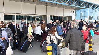 Kuzey Kıbrıs Türk Cumhuriyeti'nde Covid-19 sebebiyle karantina altında bulunan turist kafileleri ülkelerine bu sabah dönmeye başladı