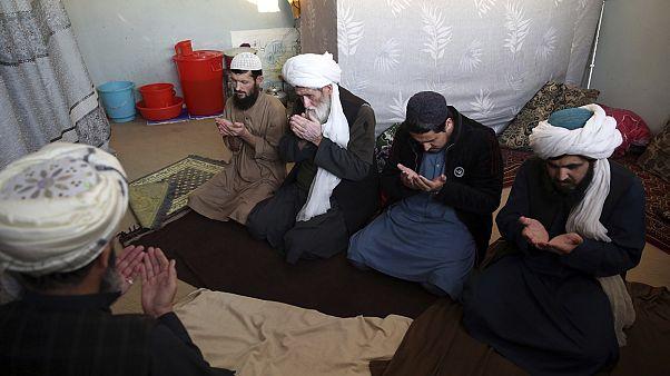 اعضای طالبان در زندان پلچرخی کابل نماز میخوانند، دسامبر ۲۰۱۹