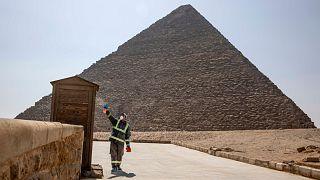 شاهد: مصر تقوم بتعقيم أهرامات الجيزة خوفاً من فيروس كورونا