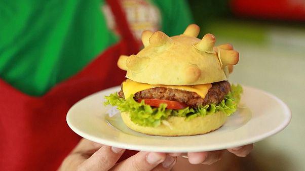 """Как в Ханое готовят """"вирусный"""" коронабургер"""