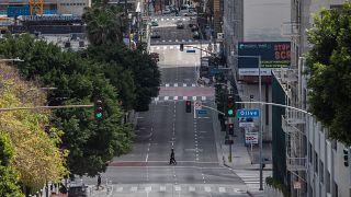 شوارع لوس أنجلس فارغة نتيجة الحجر المنزلي جراء فيروس كورونا