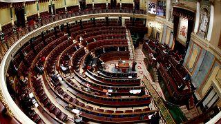 شاهد: كيف أشاد نواب البرلمان الاسباني بعمال قطاع الصحة